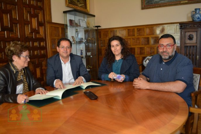 15.000 euros  LA DIPUTACIÓN APOYA ECONÓMICAMENTE EL CENTRO DE OCIO Y C